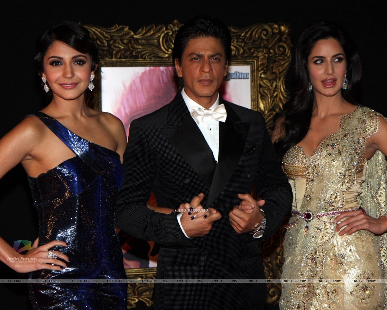 Anushka Sharma, Shahrukh Khan and Katrina Kaif at Red Carpet for premier of film Jab Tak Hai Jaan (239721) size:1280x1024