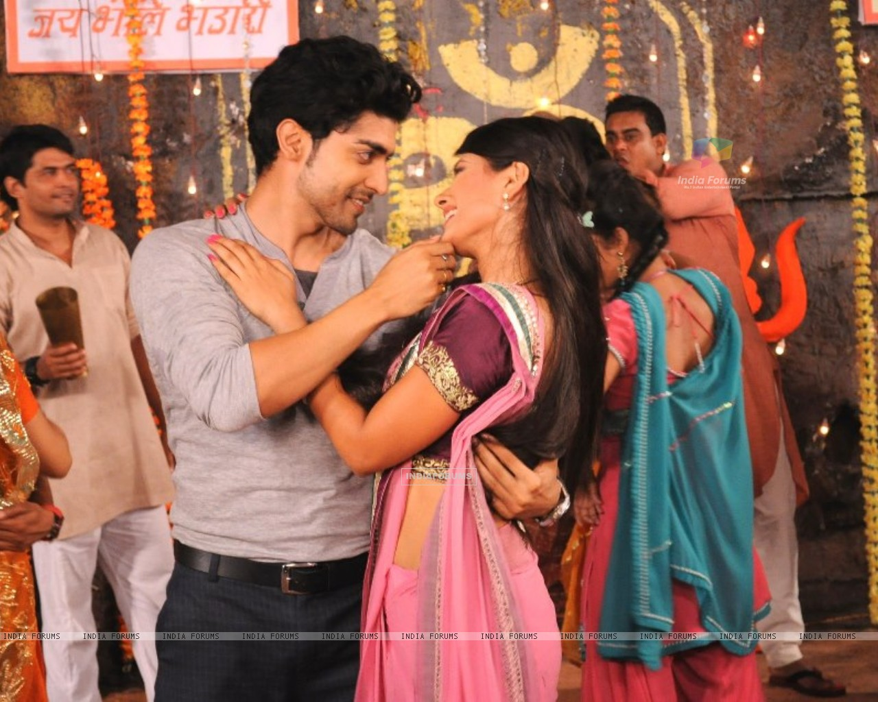 Gurmeet and Kratika (242156) size:1280x1024