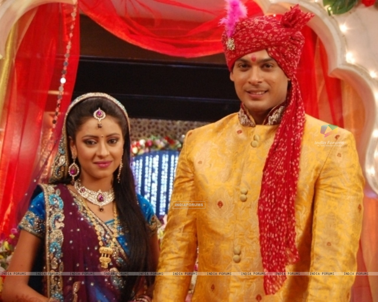 Pratyusha Banerjee as Anandi and Siddharth Shukla as Shiv in Balika Vadhu (242681) size:1280x1024