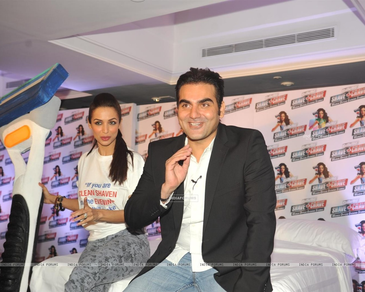 Malaika Arora with husband Arbaaz Khan during an promotional event of Gillette (244219) size:1280x1024