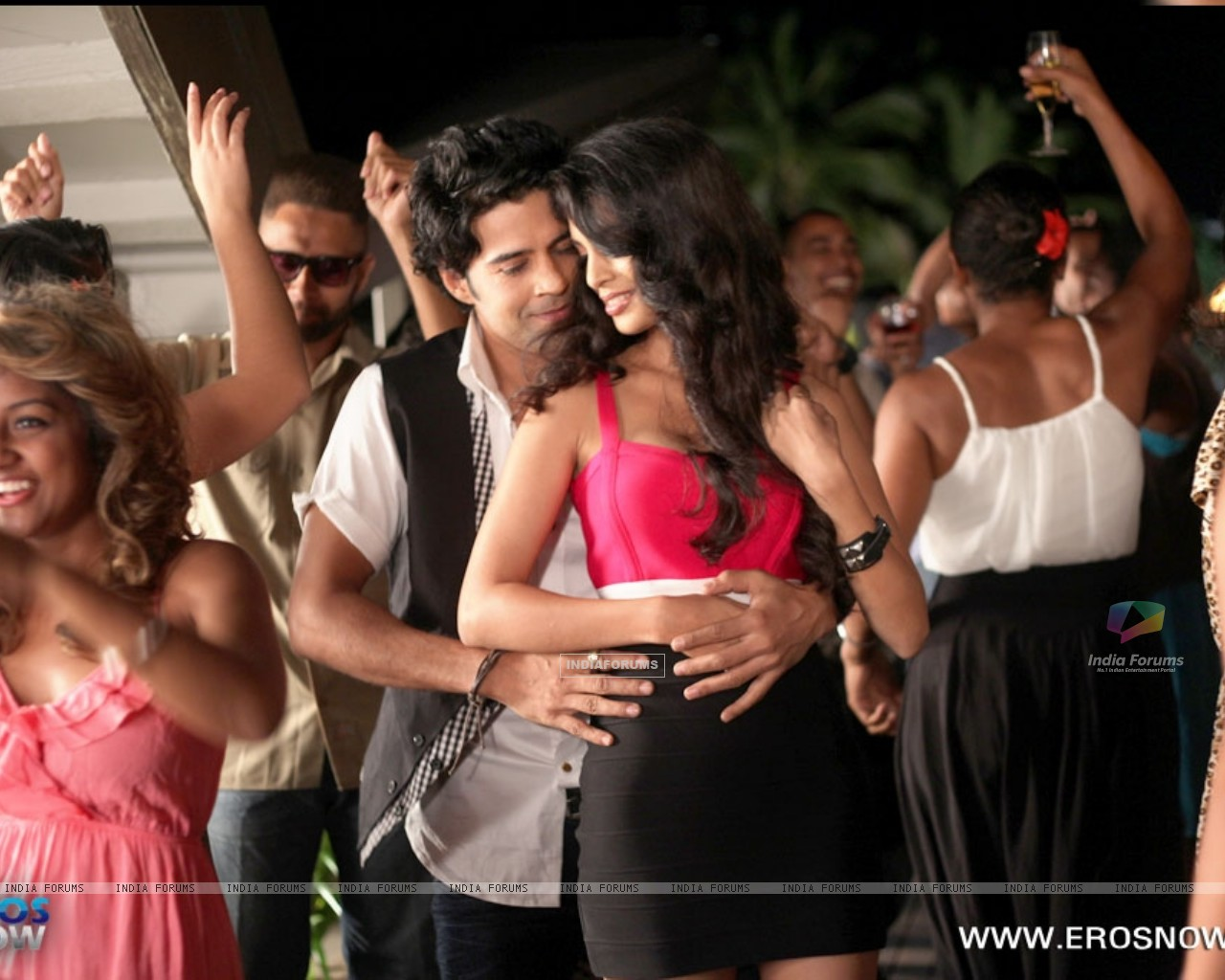 A still of Tena Desae with Rajeev Khandelwal from the movie Table No. 21 (247195) size:1280x1024