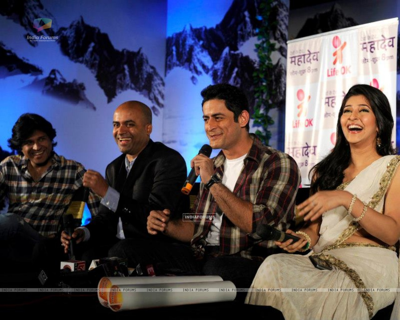 Mohit Raina and Sonarika Bhadoria (248107) size:1280x1024