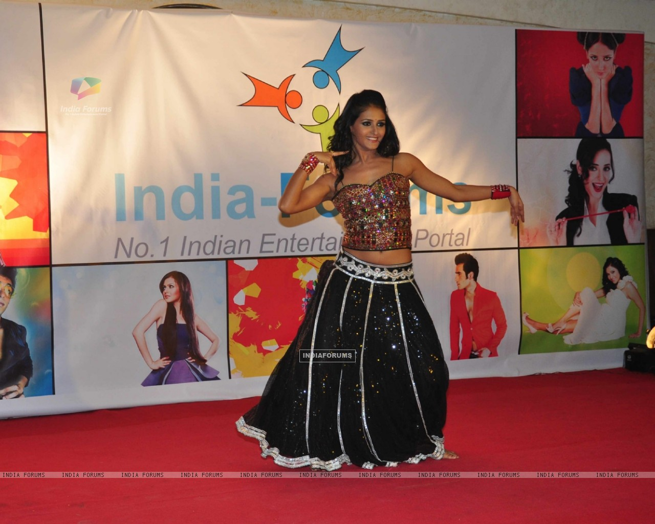 Shakti Mohan Performing at the celebration of India Forums 9th Anniversary & Calendar 2013 Launch (248899) size:1280x1024