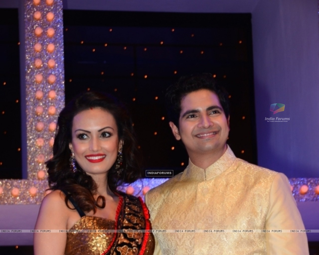 Karan Mehra with wife Nisha Rawal at Nach Baliye 5 (249089) size:1280x1024