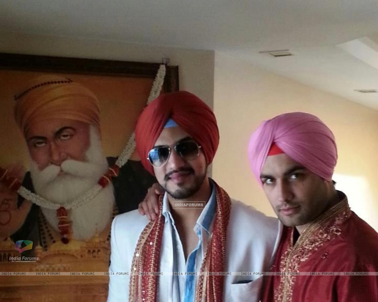 Vivian Dsena and Suyash (249323) size:1280x1024