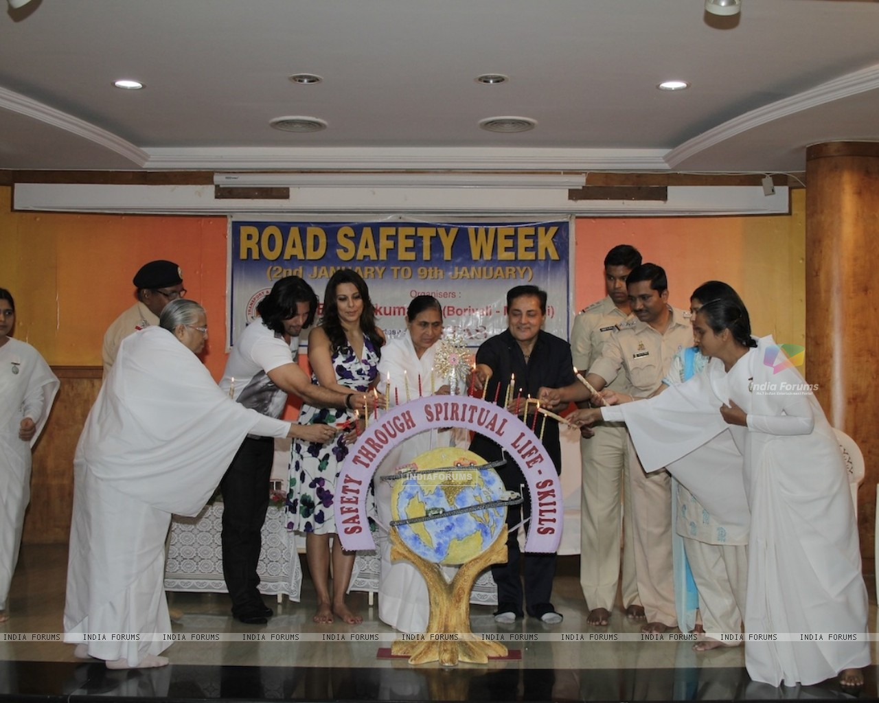 Road Safety Campaign Launch by Pooja Bedi at Bramhakumaris Borv east (249976) size:1280x1024