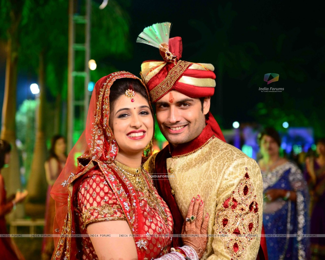 Vivian Dsena and Vahbbiz Dorabjee at their marriage ceremony (251504) size:1280x1024