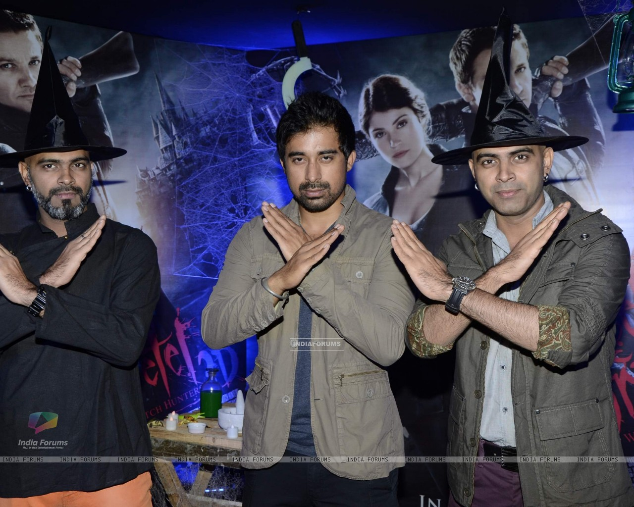 Bollywood actor Rannvijay Singh with Creative Head of Entertainment Colosceum Rajiv Lakshman and Senior Supervising Producer MTV Raghu Ram at the screening of 3D film Hansel and Gretel in PVR Juhu, Mumbai on Wednesday, January 30th, evening. (257233) size:1280x1024