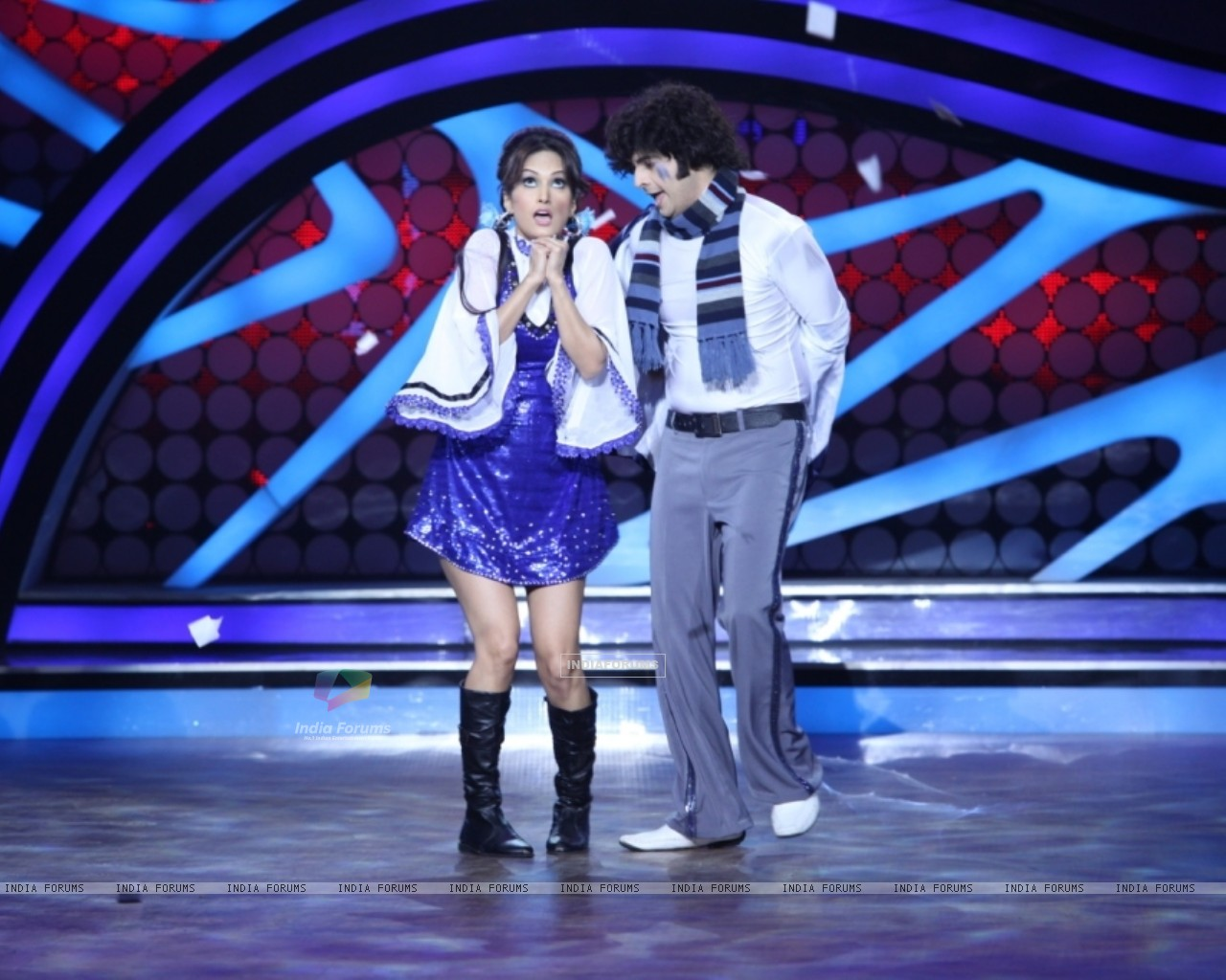 Karan Mehra and Nisha Rawal during their performance on Nach Baliye 5 (262153) size:1280x1024