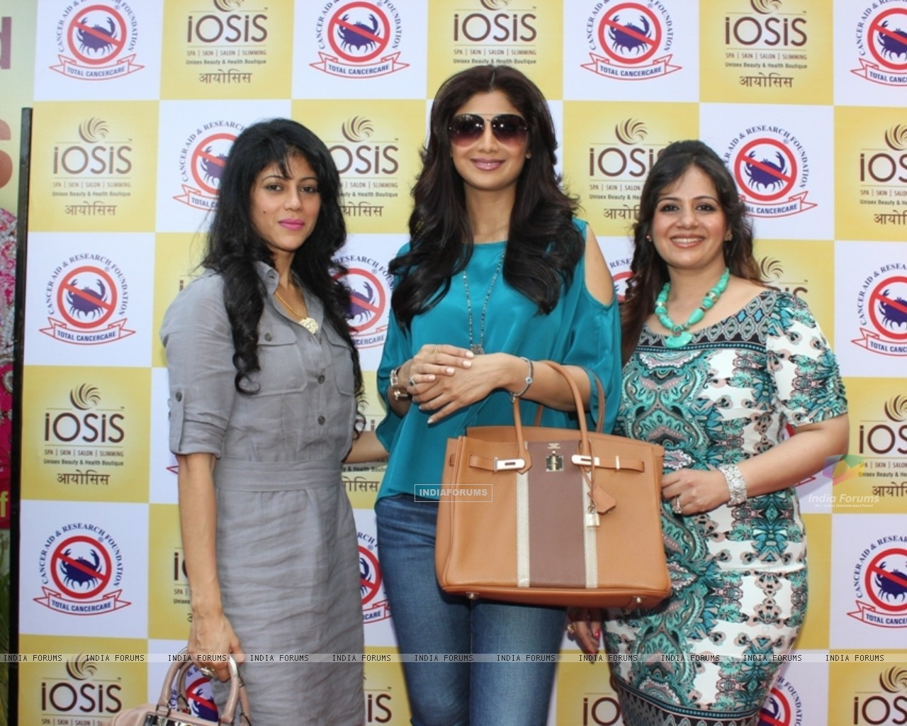 Shilpa Shetty & IOSIS for a charity event for CARF (265651) size:1280x1024