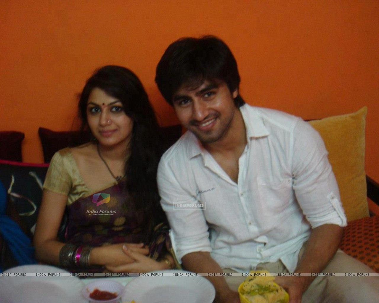 Harshad Chopda and Sriti Jha (271810) size:1280x1024