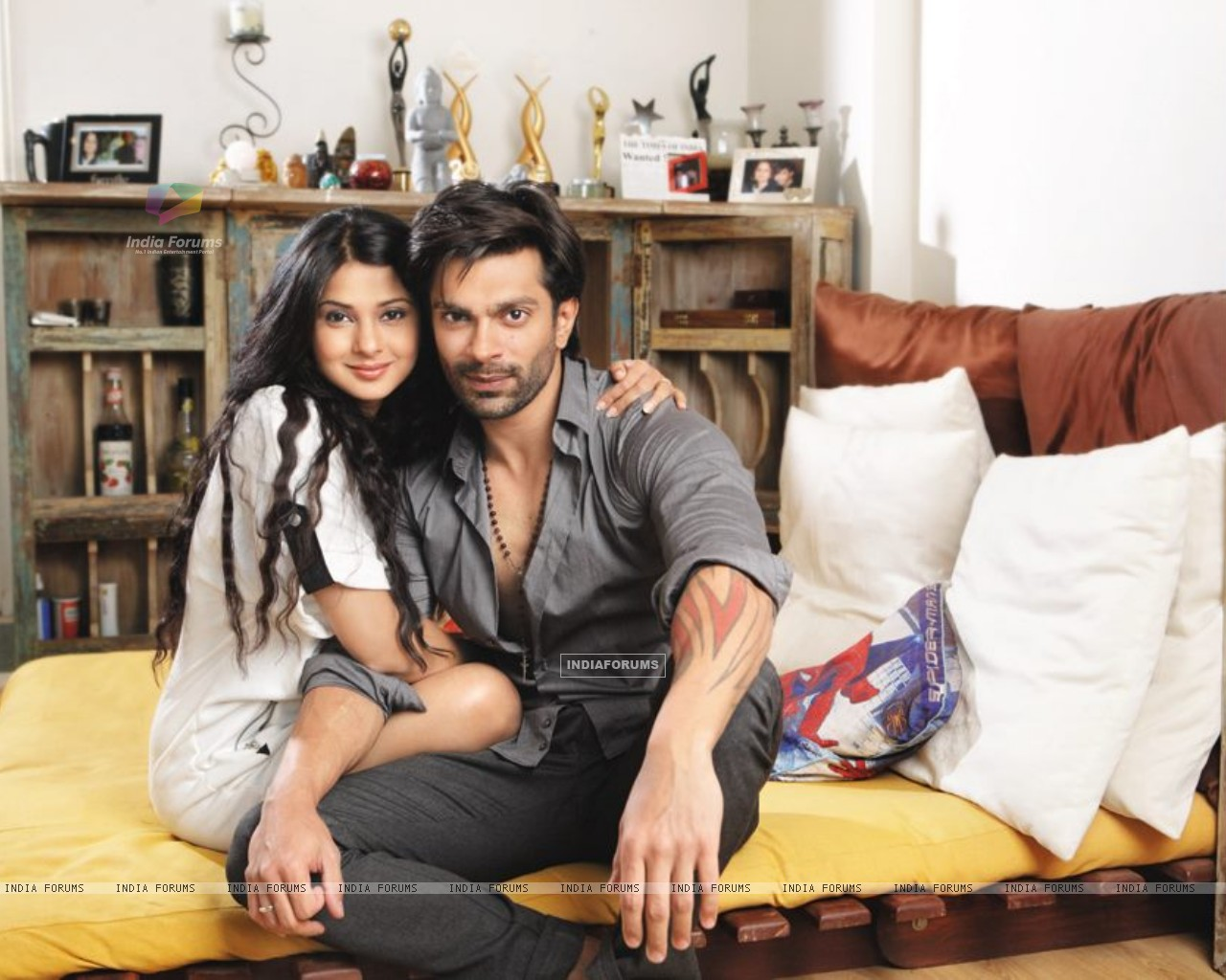 Karan & Jennifer at Home (271967) size:1280x1024