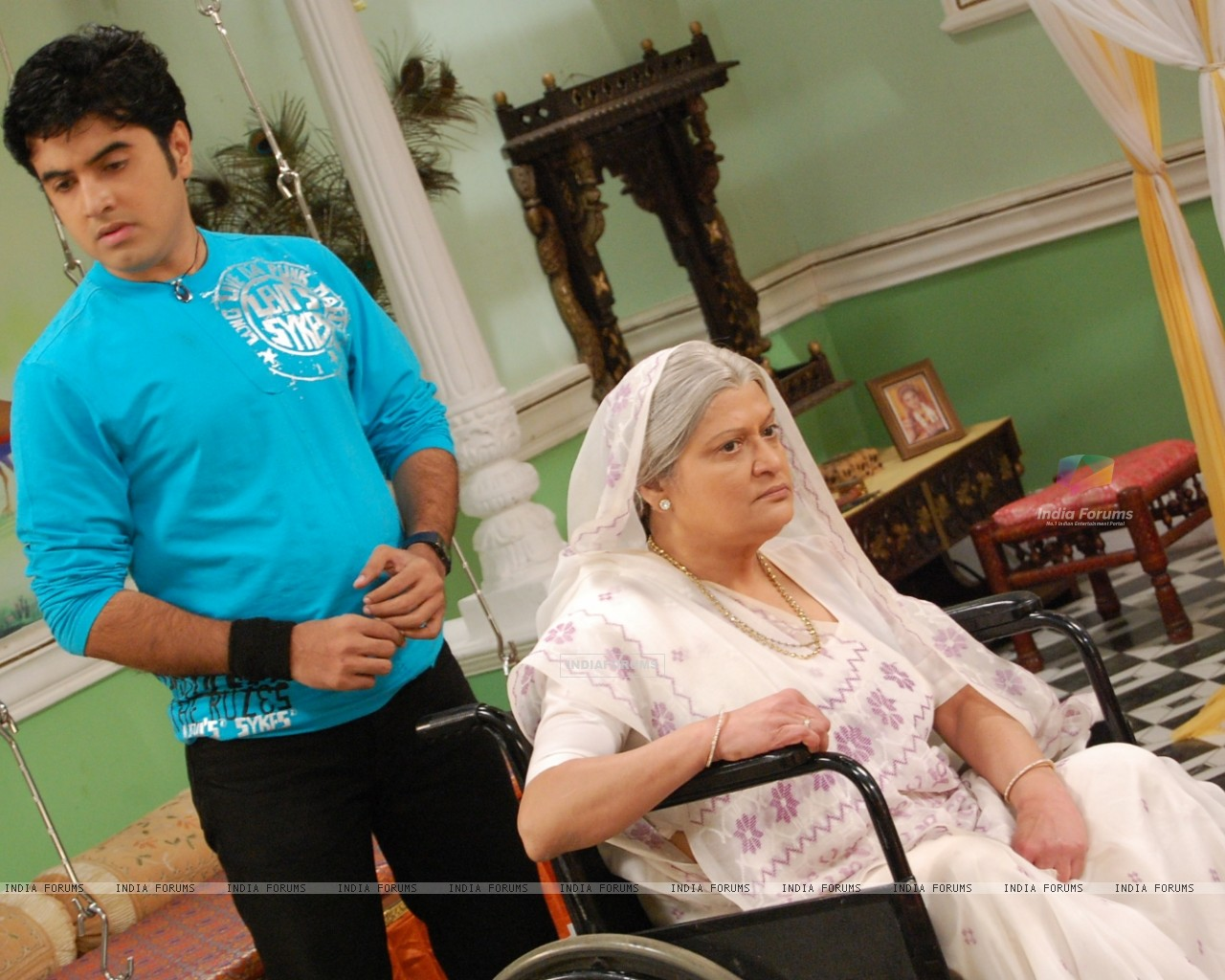 Devki angry with his son Gautam (32766) size:1280x1024