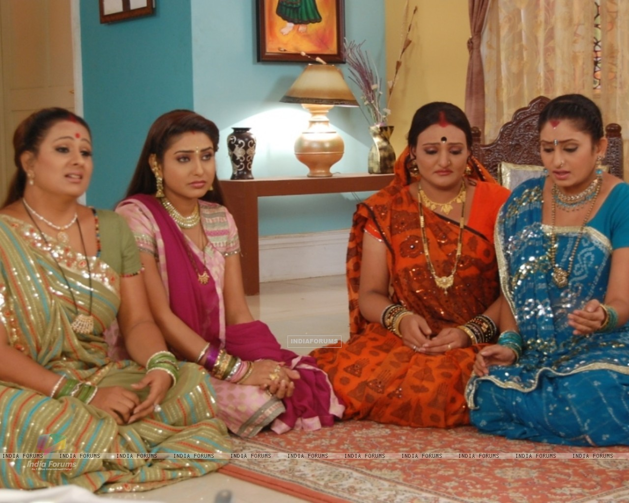 Manjula, Jalpa, Alpa and Rajeshwari looking sad (32802) size:1280x1024
