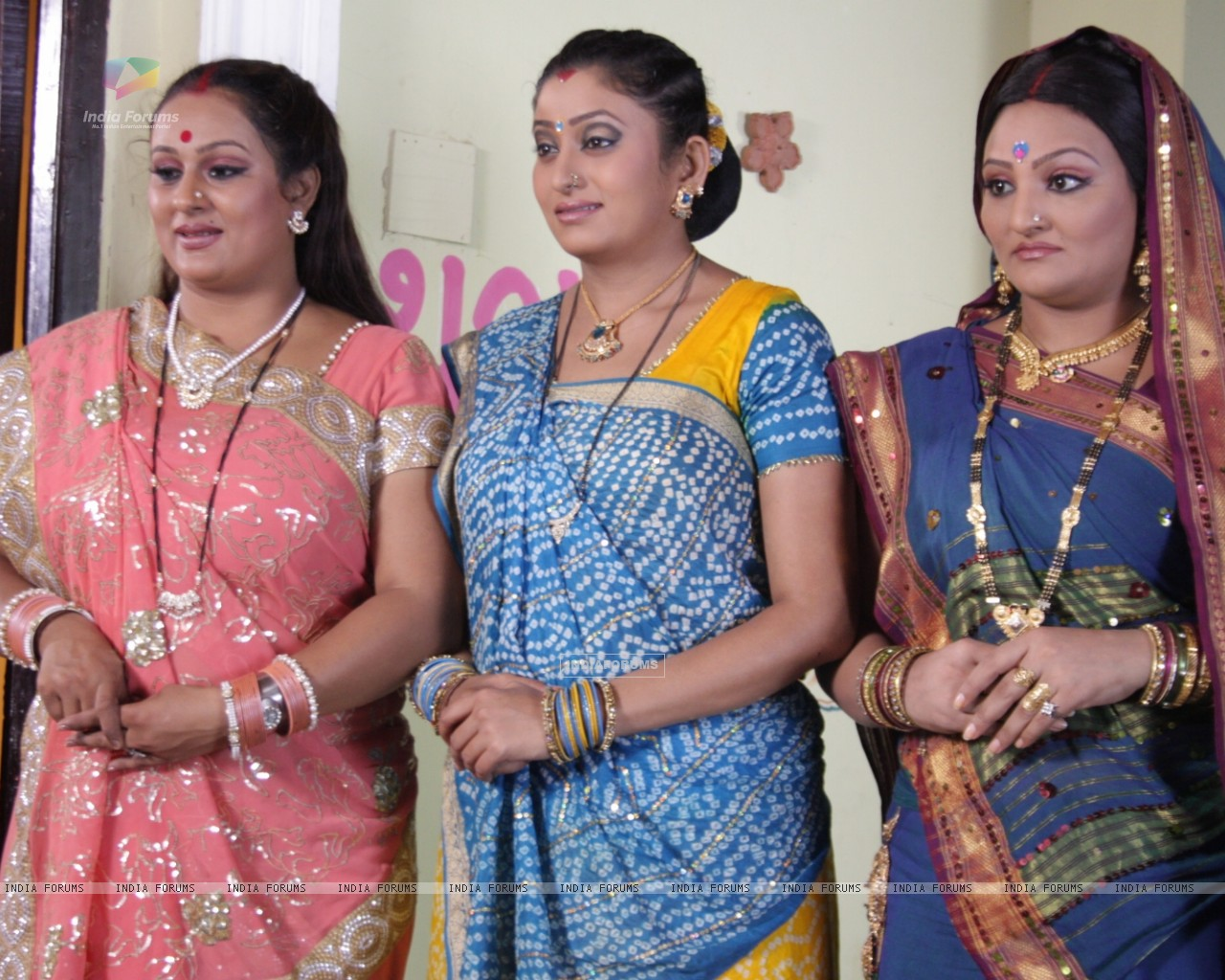 A still of Manjula, Parul and Alpa (32824) size:1280x1024