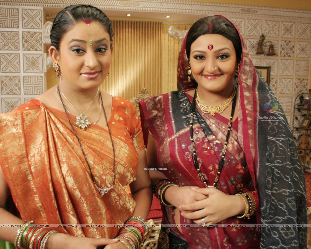 Manjula and Alpa looking happy (32827) size:1280x1024