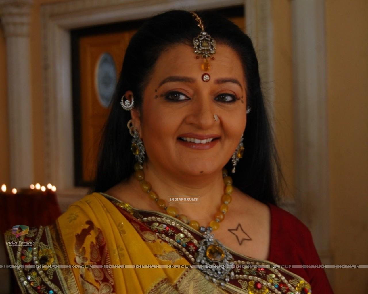 A still image of Apra mehta as Jhumki Bua (33480) size:1280x1024
