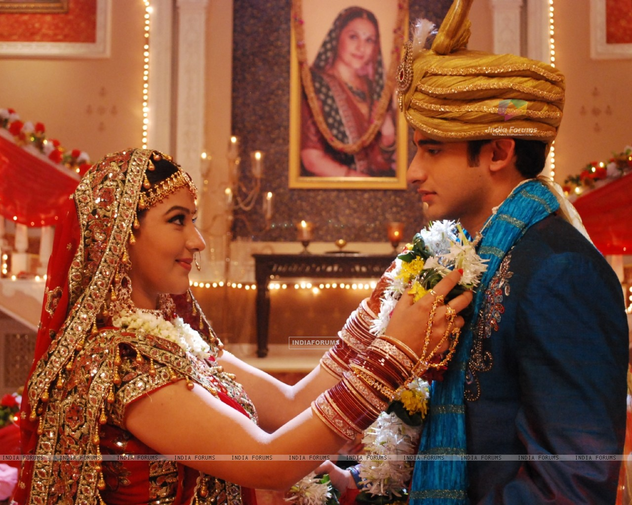 Exchanging garlands are Romit and Shilpa (37334) size:1280x1024