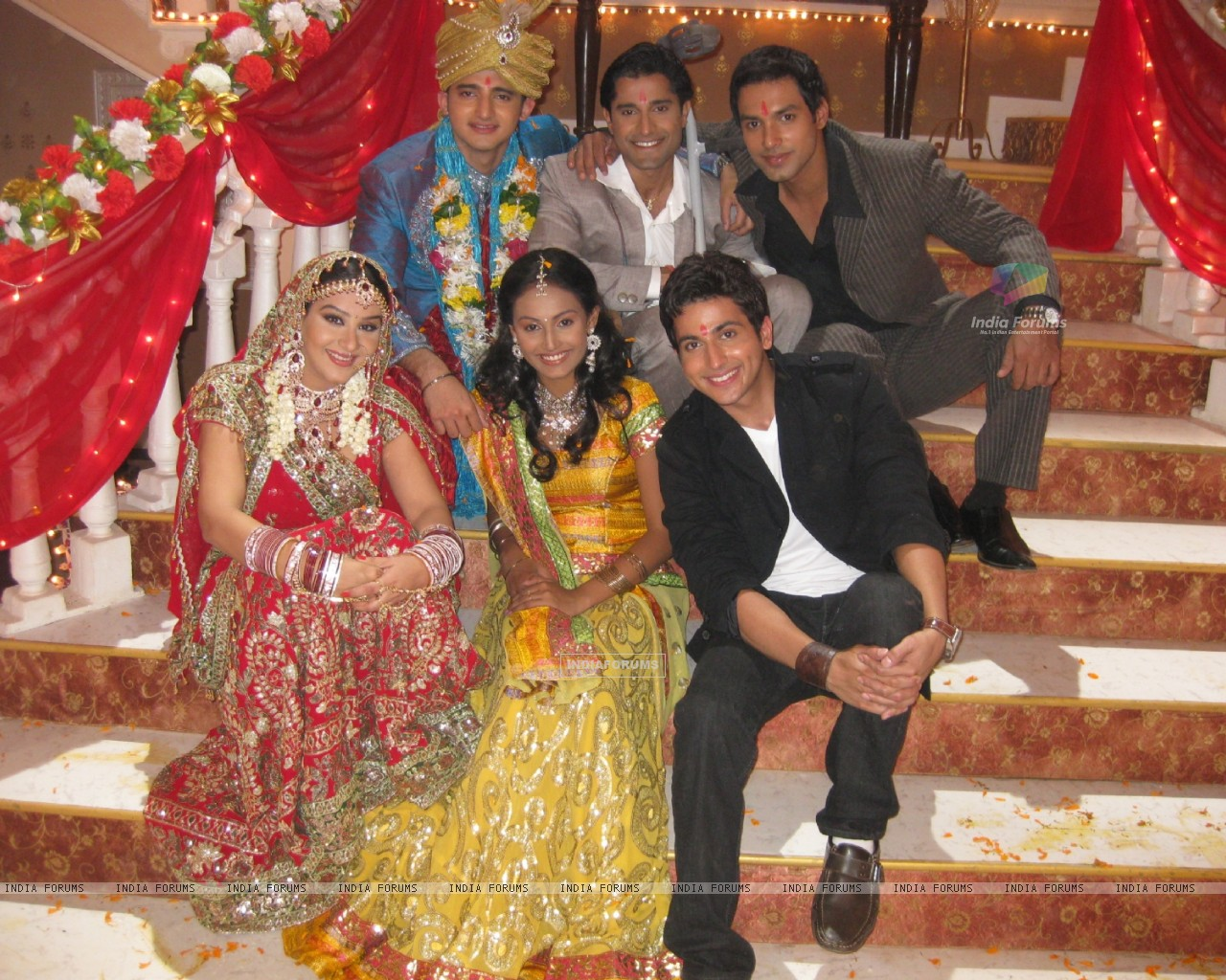 Romit and Shilpa with the three brothers, and Suhani.. (37346) size:1280x1024