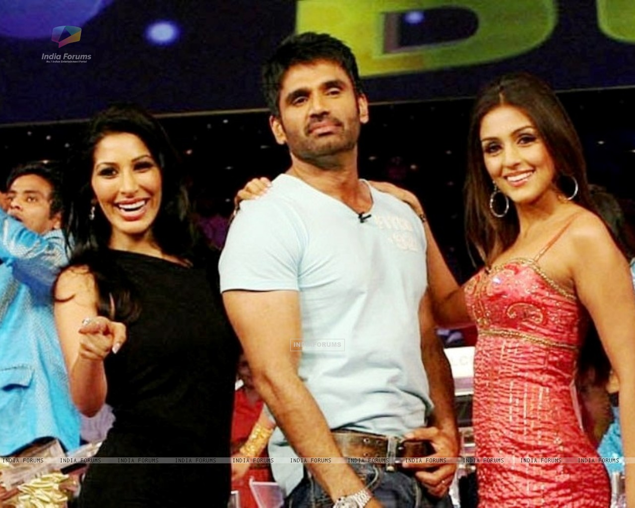 Sunil Shetty with Aarti Chhabria and Sophie Chowdhary (37491) size:1280x1024