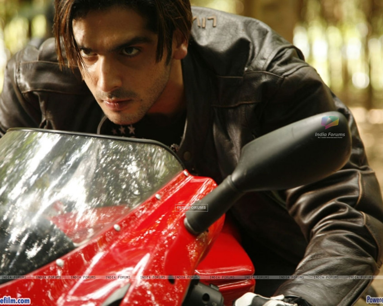 Zayed Khan looking angry (37789) size:1280x1024