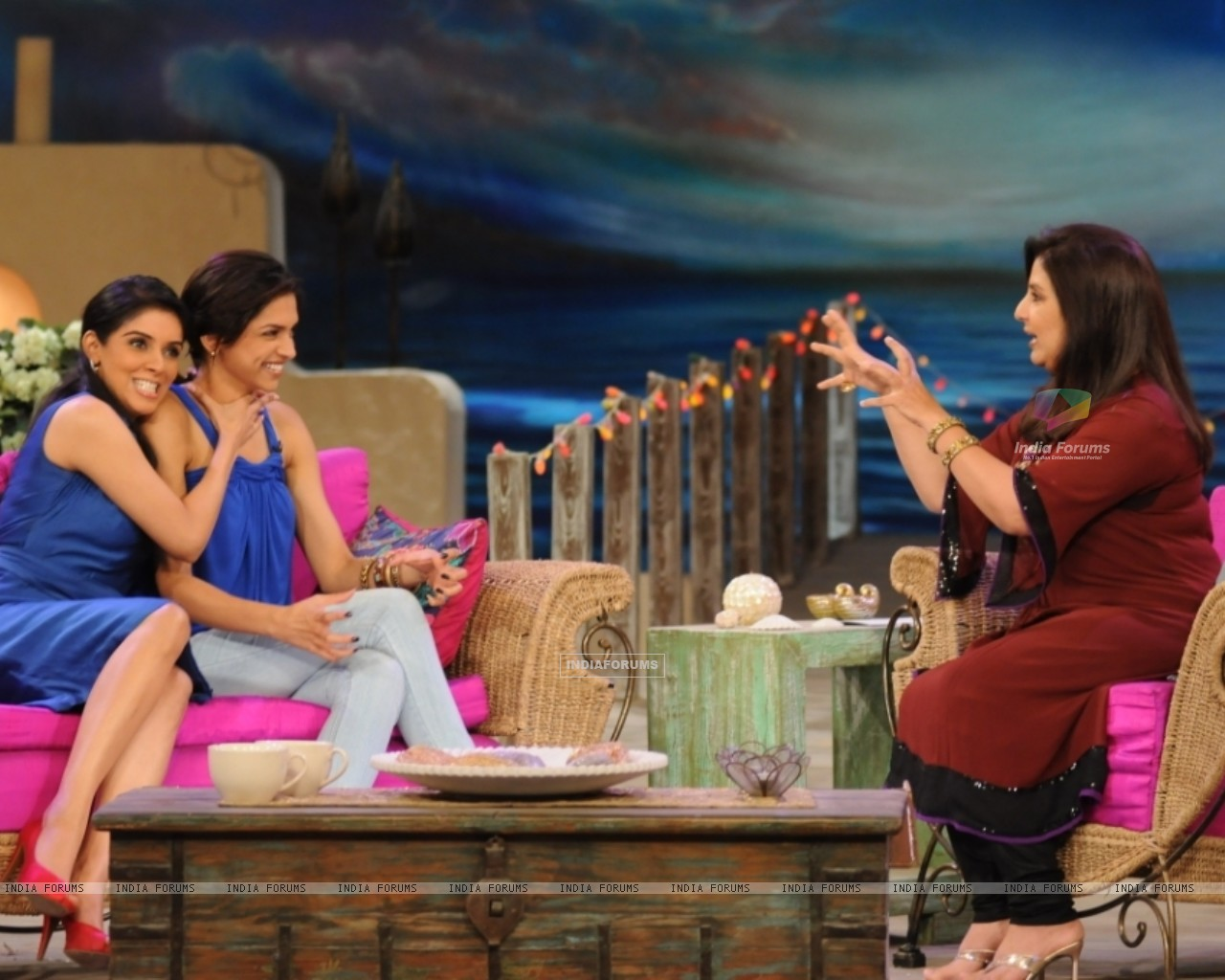 Asin and Deepika with Farah Khan (38532) size:1280x1024