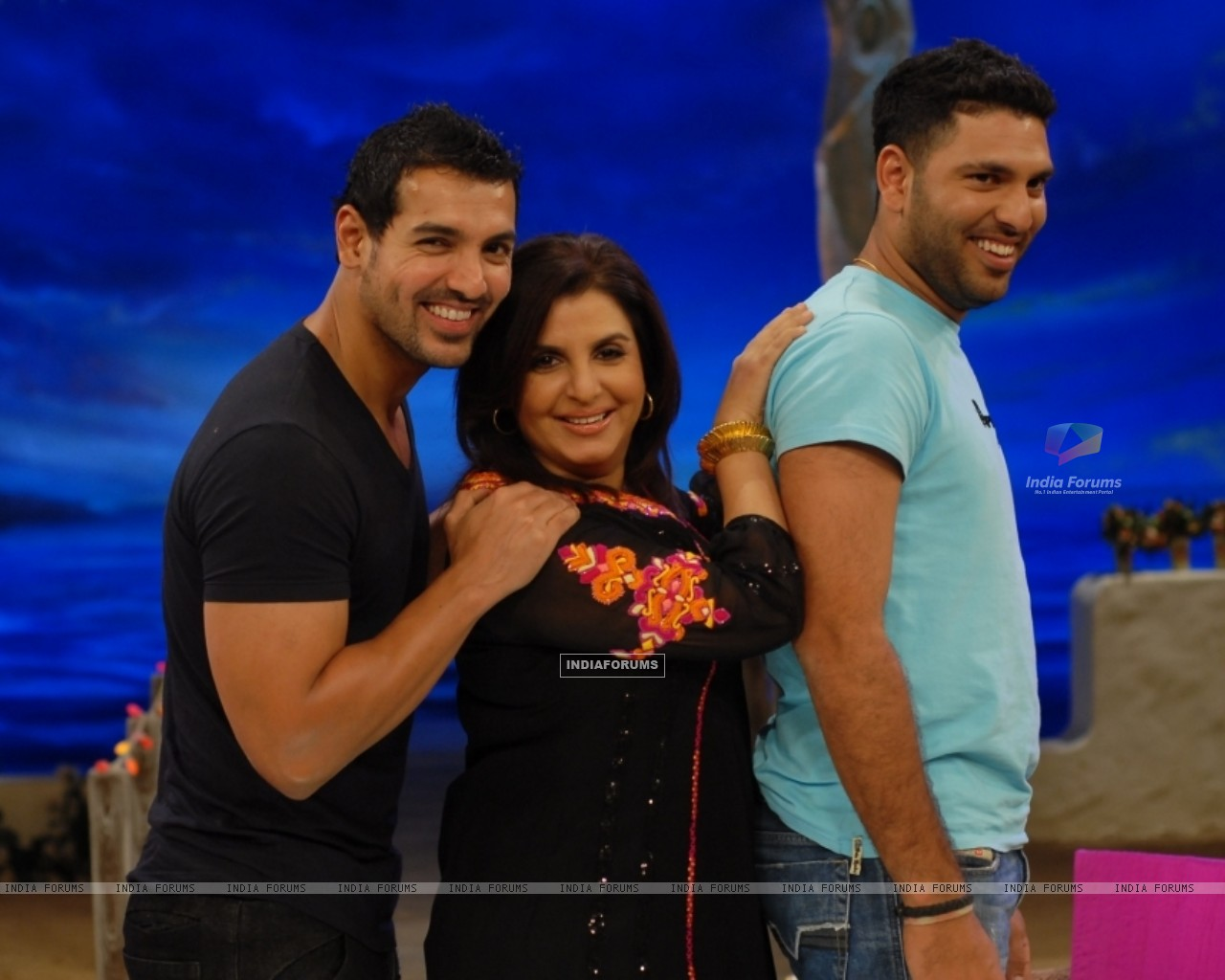John Abraham and Yuvraj Singh with Farah Khan - Wallpaper (Size:1280x1024)