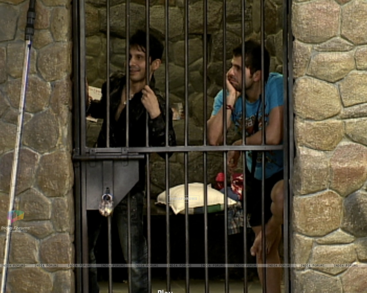 Kamal Khan and Bakhtiyaar in jail (38897) size:1280x1024