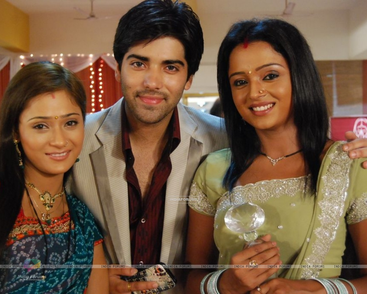 Ranvir with Ragini and Sadhna (40350) size:1280x1024