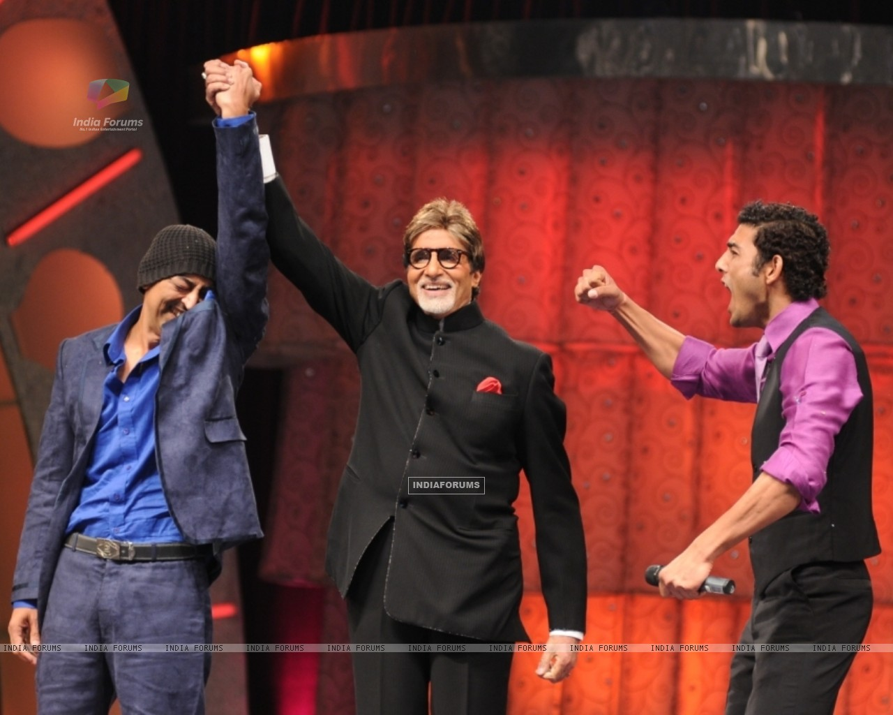 Vindu announced winner by Big B (41049) size:1280x1024