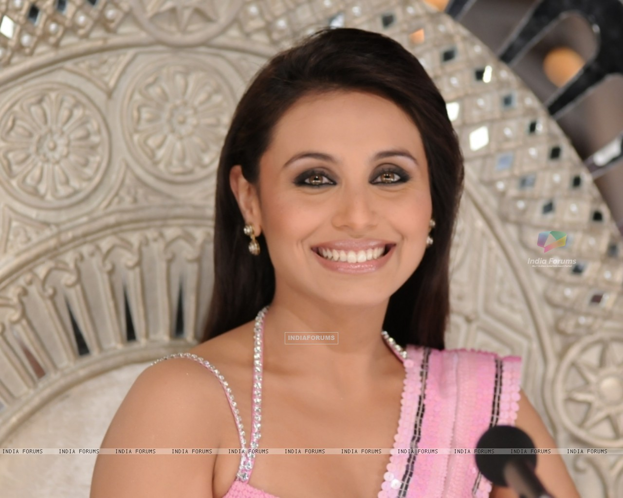 Rani Mukherjee in the show Dance Premier League (41080) size:1280x1024