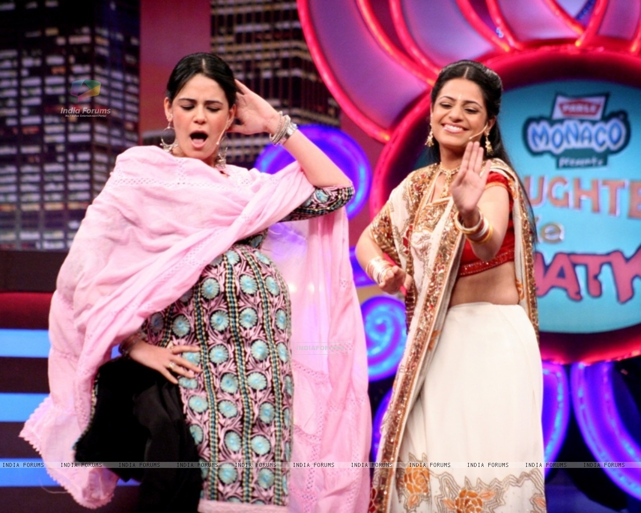 Mona Singh in the show Laughter Ke Phatke (41412) size:1280x1024