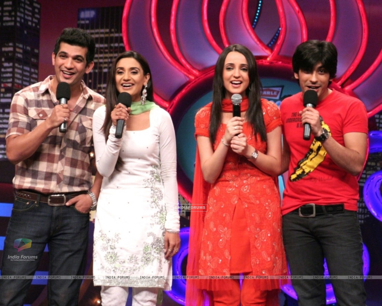 Miley Jab Hum Tum cast in Laughter Ke Phatke show (41418) size:1280x1024