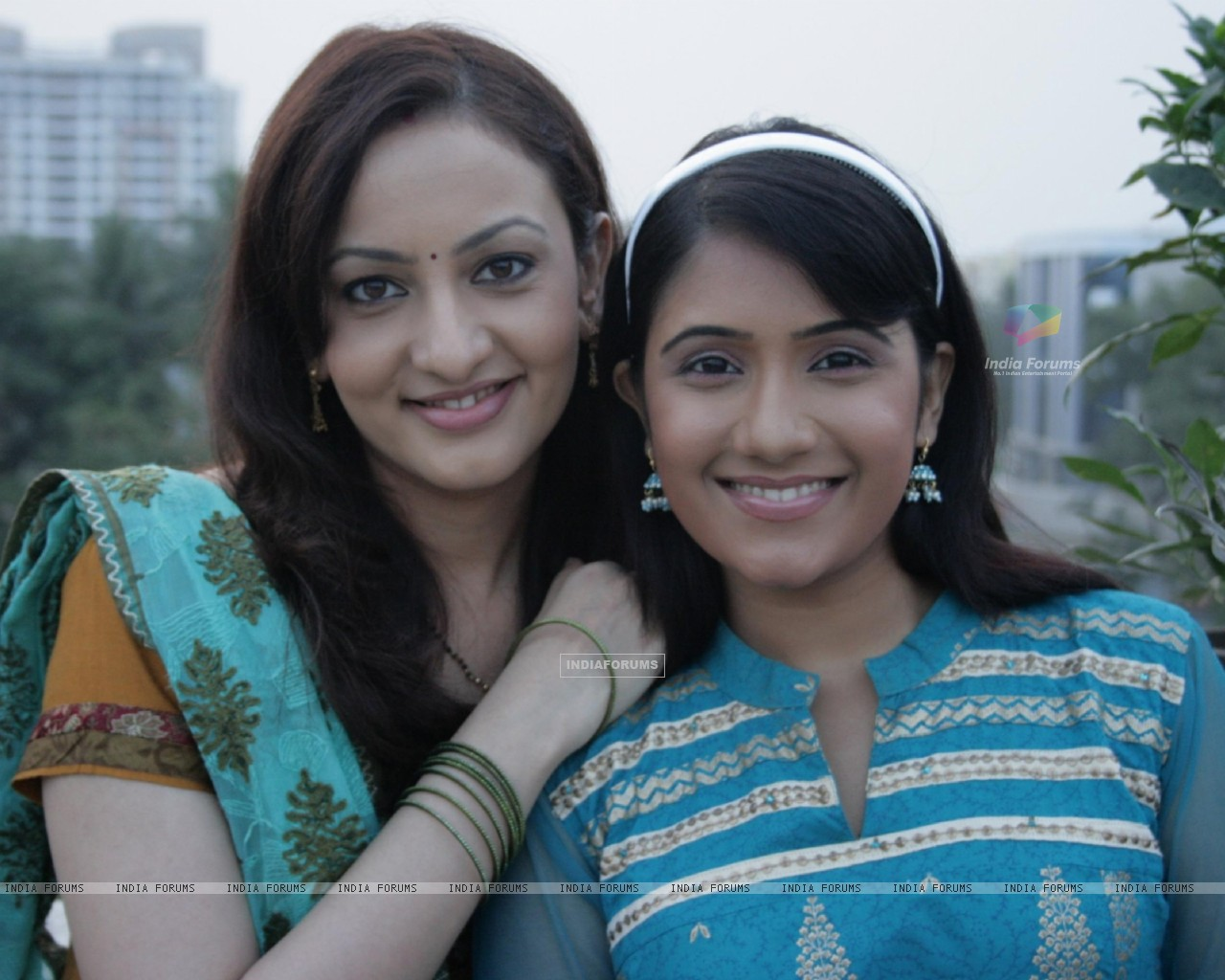 Rajni and Tina (41603) size:1280x1024