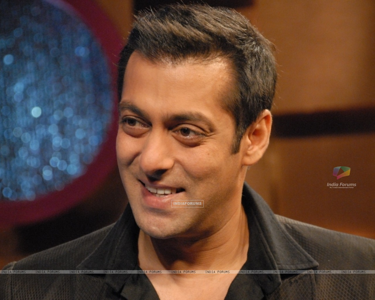 Salman Khan in tv show Lift Kara De (41720) size:1280x1024