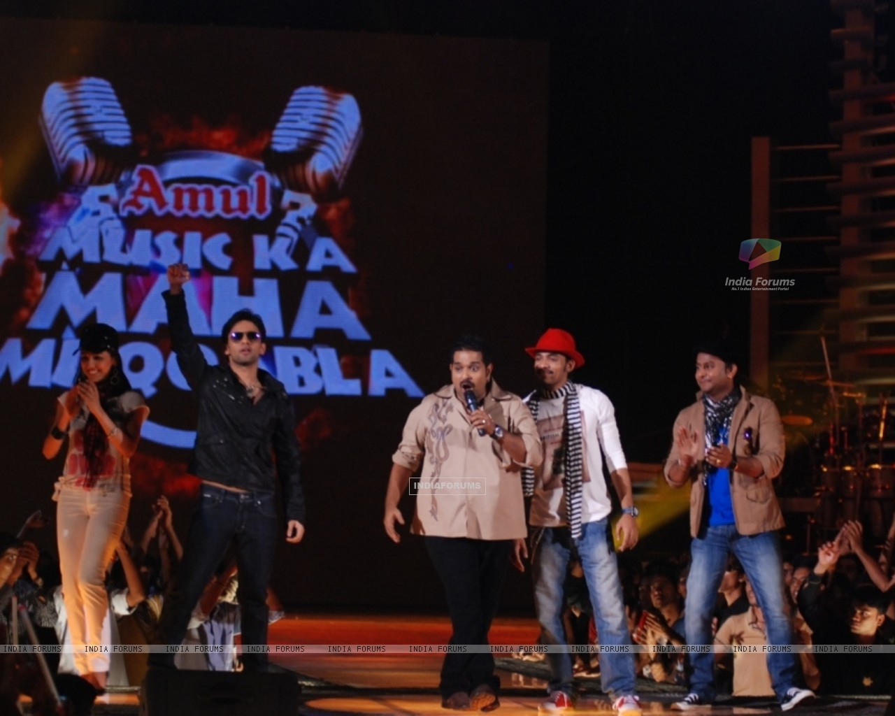 Shankar Mahadevan with his team on Music Ka Maha Muqqabla for Star Plus (41752) size:1280x1024