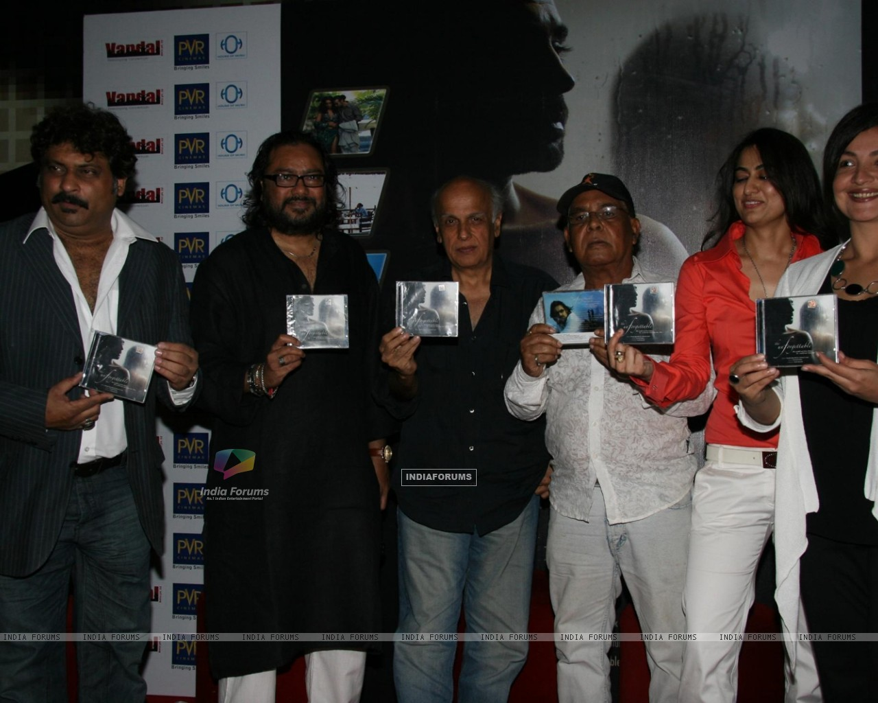 Pooja Bhatt, Sabrina and Mahesh Bhtt at Ismail Darbar''s music for film The Unforgettable at PVR, in Mumbai (78947) size:1280x1024