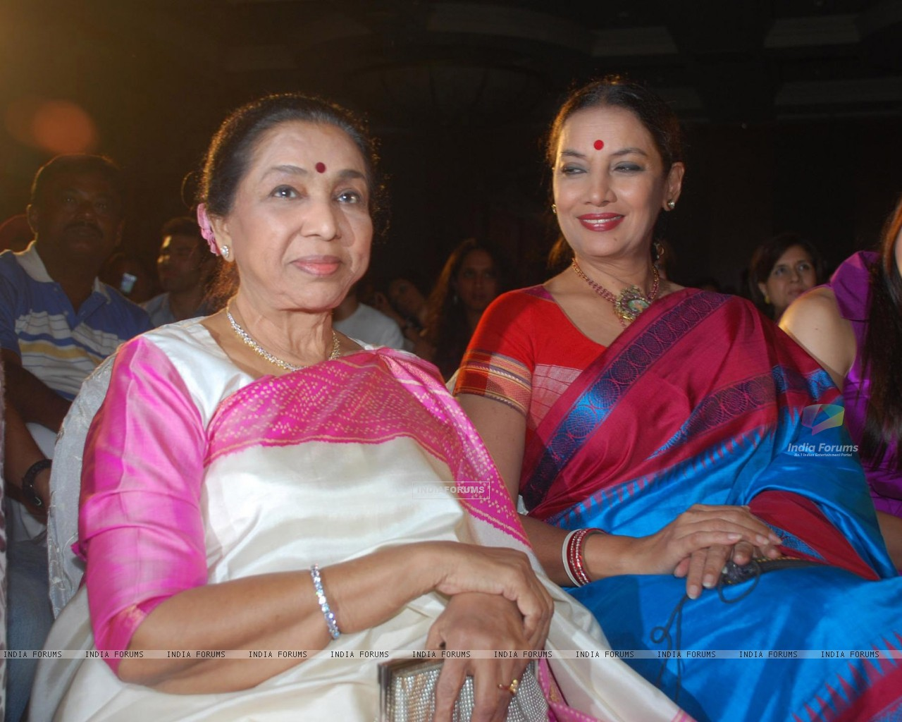 Asha Bhosle,Shabana Azmi and Kareena Kapoor at Bharat n Dorris Awards (79574) size:1280x1024