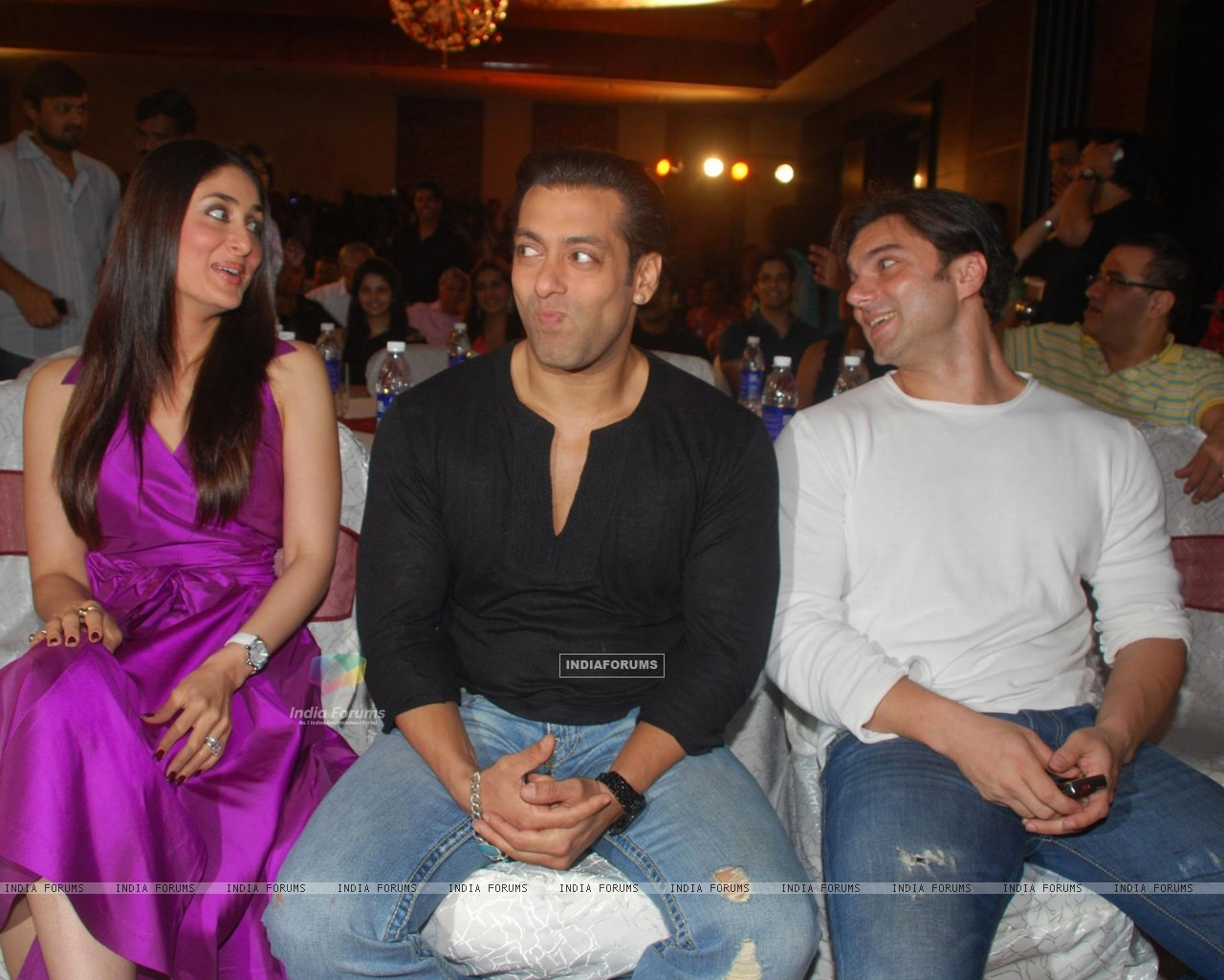 Salman Khan,Sohail Khan and Kareena Kapoor Main aur Mrs Khanna music launch (79582) size:1280x1024