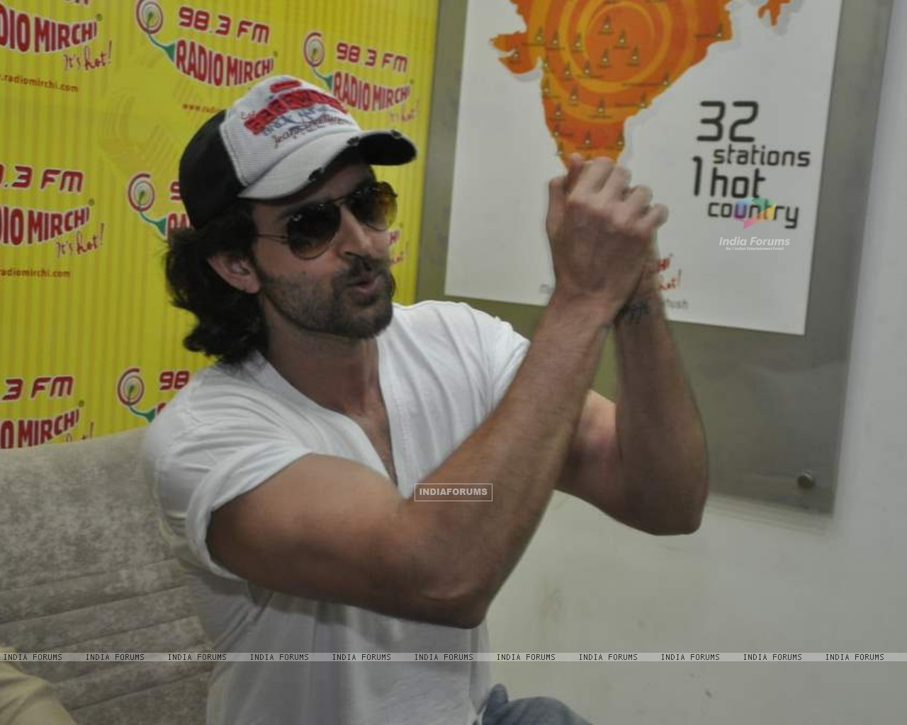 Hrithik Roshan promote kites on Radio Mirchi at Parel (86367) size:1280x1024