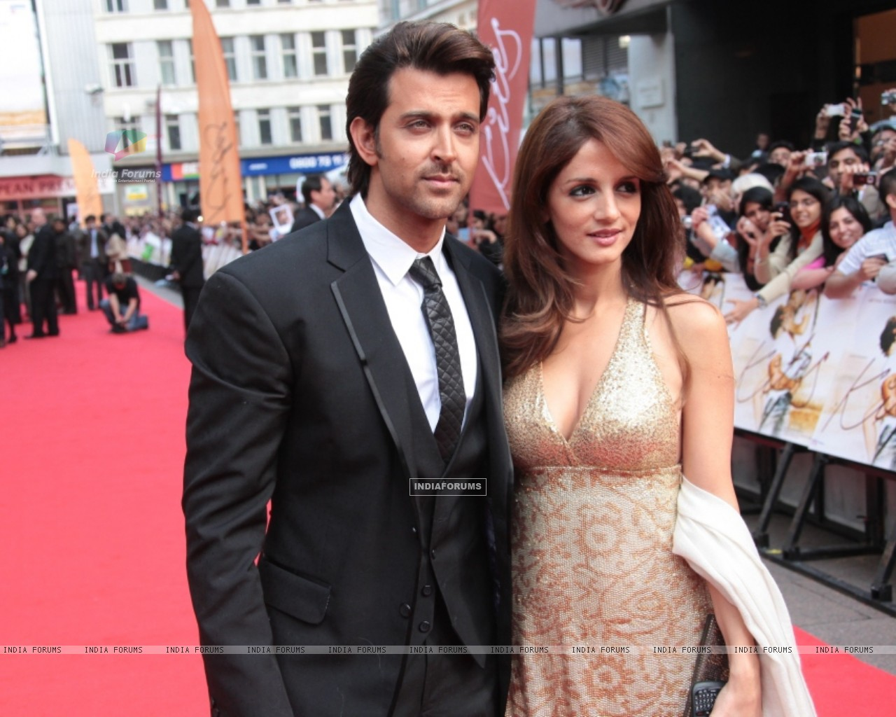 Hrithik Roshan and Suzanne Roshan at Odeon Westend in London (87759) size:1280x1024