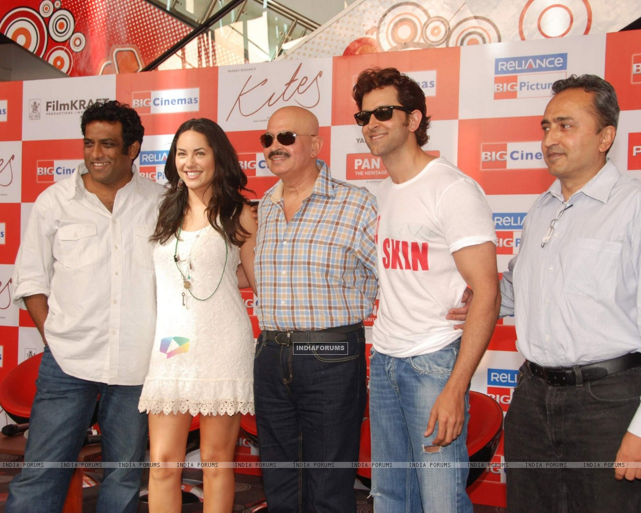 Hrithik Roshan, Rakesh Roshan and Barbara Mori at Kites promotional event at R City Mall and IMAX (87852) size:1280x1024