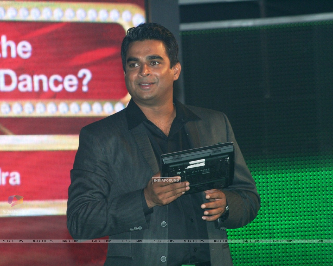 R. Madhavan as a host (90982) size:1280x1024