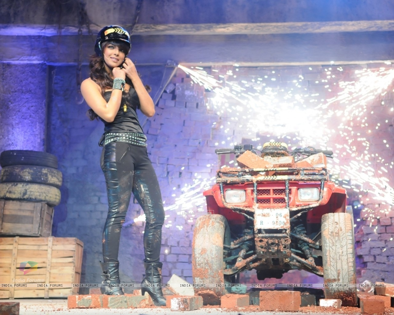 Priyanka Chopra makes an entry on a bike at the launch of Fear Factor-Khatron Ke Khiladi 3 (93037) size:1280x1024