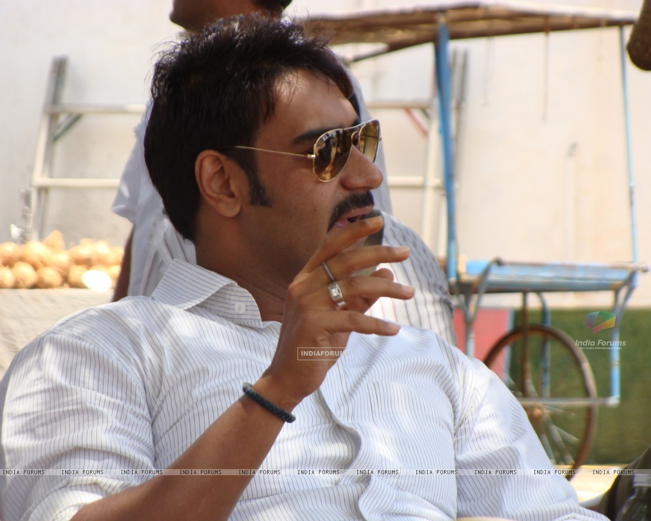 Ajay devgan in the movie Aakrosh (93528) size:1280x1024