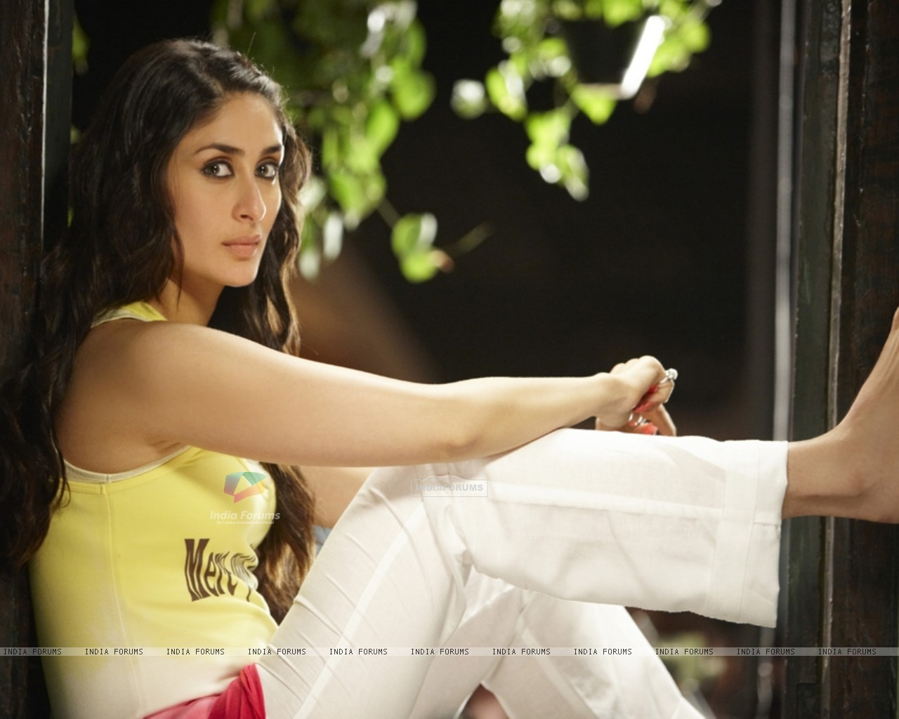 Kareena Kapoor in the movie Golmaal 3 (97379) size:1280x1024
