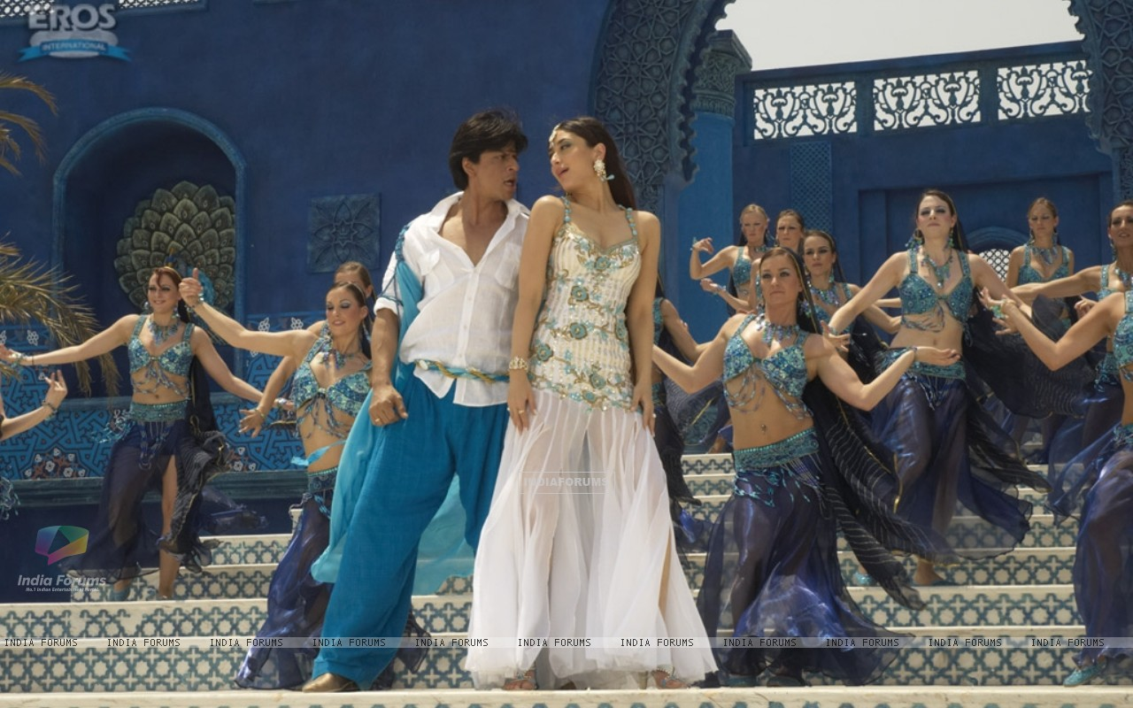 Shahrukh and Kareena in marjani song (11097) size:1280x800