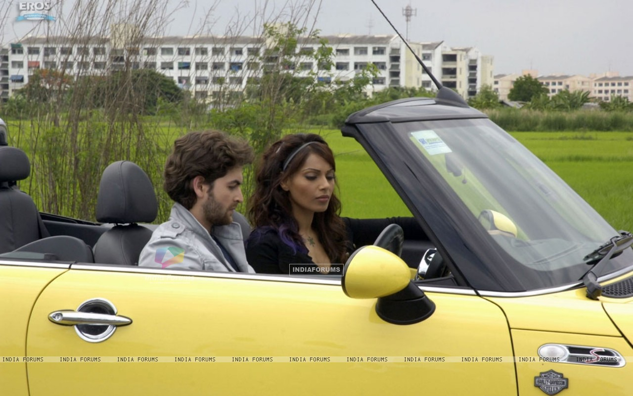 Neil and Bipasha listening a radio (11205) size:1280x800