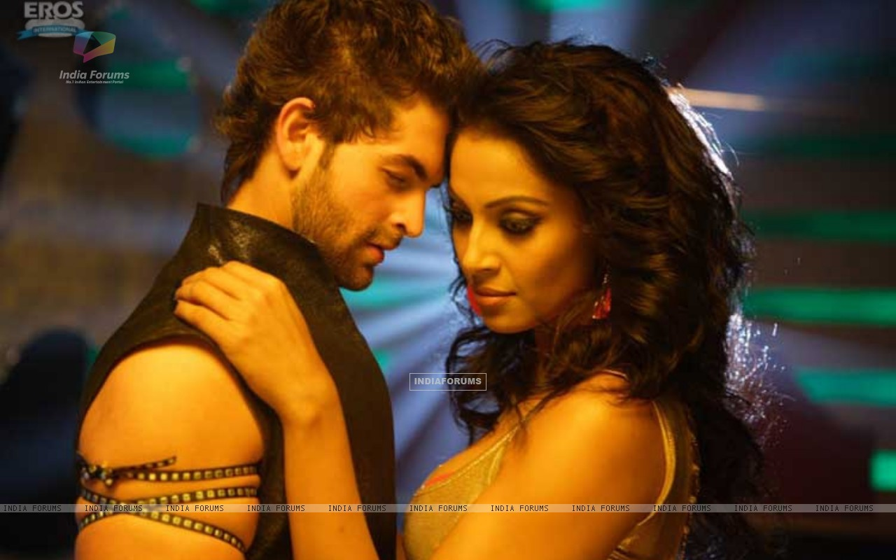 Neil and Bipasha romantic scene (11247) size:1280x800
