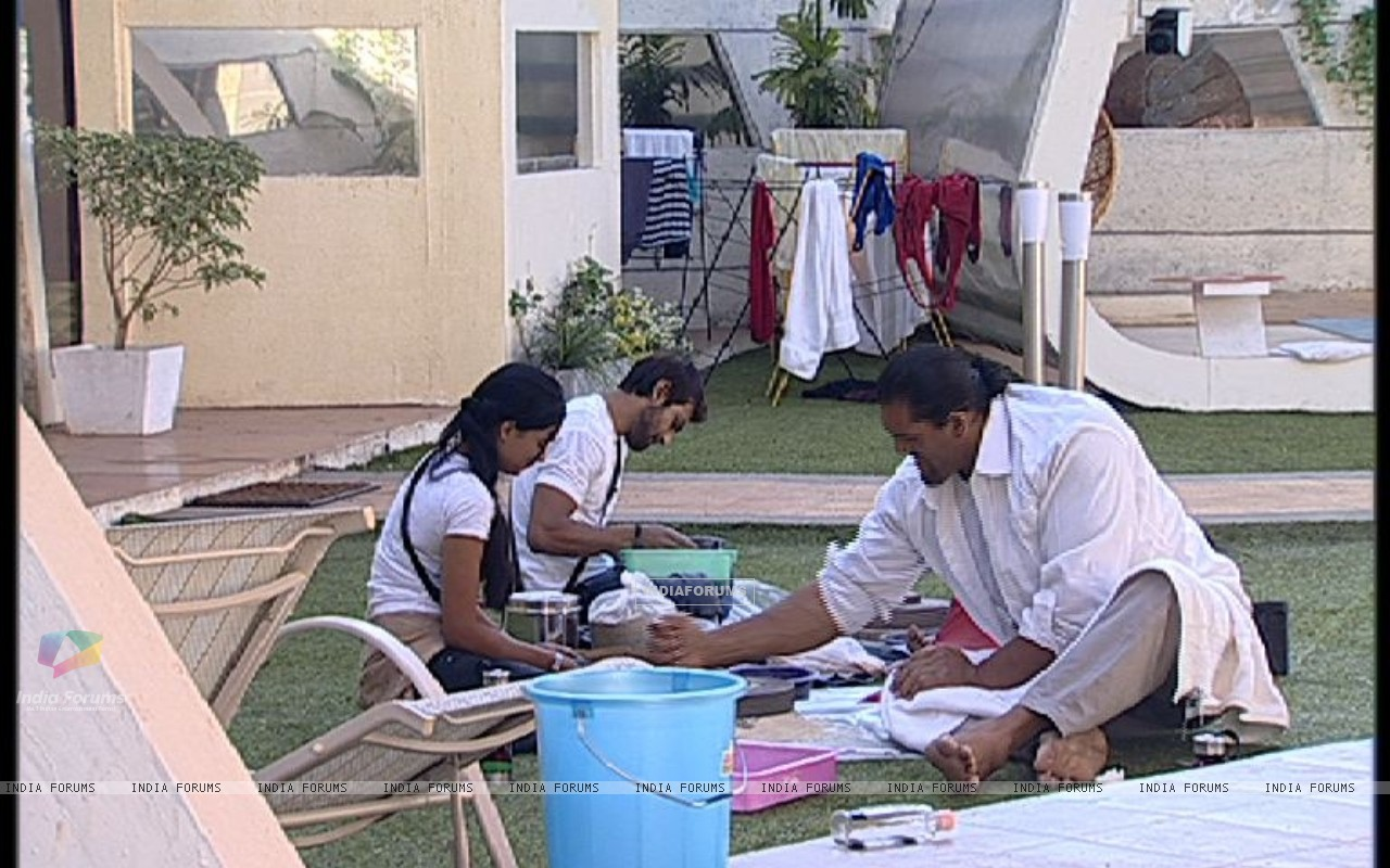 Still scene from Bigg Boss 4 (113172) size:1280x800